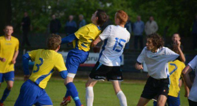 Piłka nożna: Biało-niebiescy ponownie na przedzie