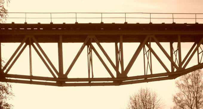 Projekt z przebudową wiaduktu w Pokrzywnej w tle