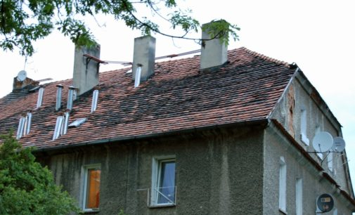 Interwencja: Przecieka dach przy Chrobrego 15