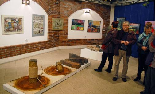 """Muzeum: Interdyscyplinarna wystawa """"Grupy OŚcienia"""""""