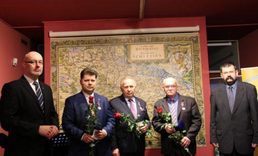 """Roszkowski otrzymał medal """"Pro Patria"""""""