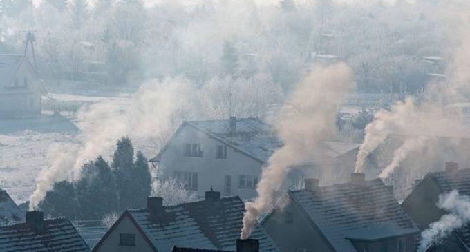 Kiepskim jakości węglem i mokrym drewnem już nie zapalisz