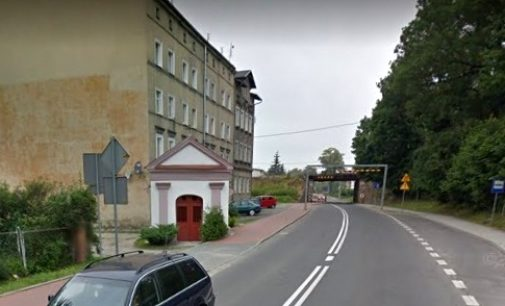 Oznakowanie zamkniętego wiaduktu: powiat odpiera zarzuty