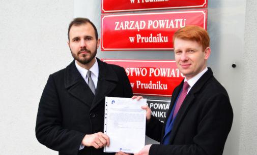 """Jakie """"mięso"""" serwuje nam Powiat? – polemika Prudniczan z Radosławem Roszkowskim"""