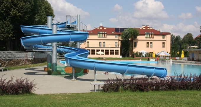 Odkryty basen: będą podgrzewali wodę
