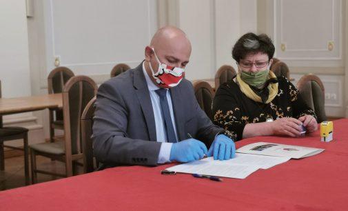 Gmina dofinansuje zakup defibrylatora